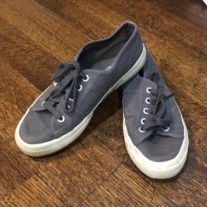 Dark gray supergas